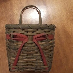 Basket. Green with red bow